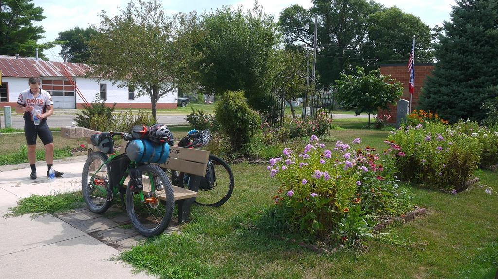 Post your Bikepacking Rig (and gear layout!)-20229618_10210042608401169_1479384928287099178_o.jpg