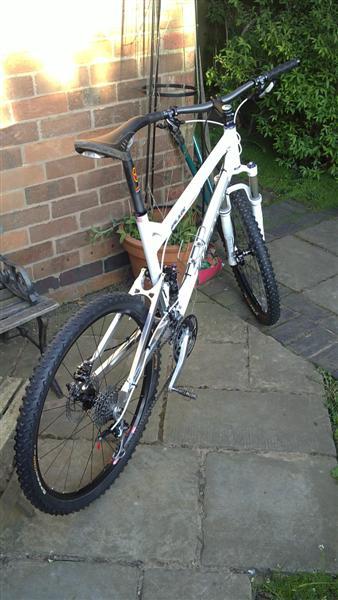Anyone riding a White DW Spot?-21042010012-medium-.jpg