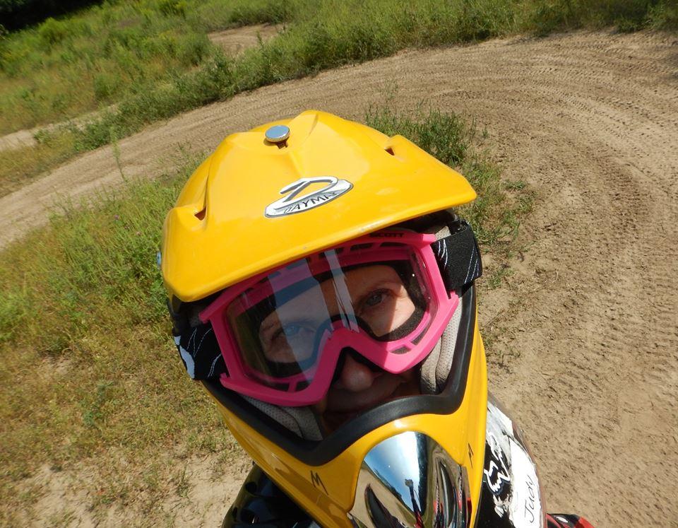 Do any of you guys wear motocross helmets for downhill?-21150144_1977614815816293_6727151040915539205_n.jpg