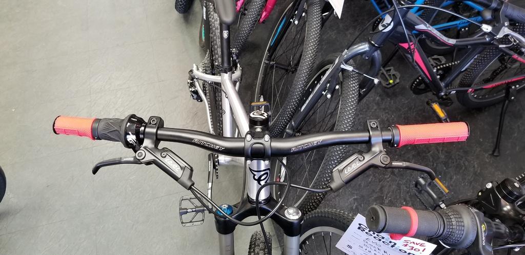 Nice Bike_Early Rider Hellion/T24-296c9577-e131-4b1c-bb6f-4e56b7a3adc2.jpg