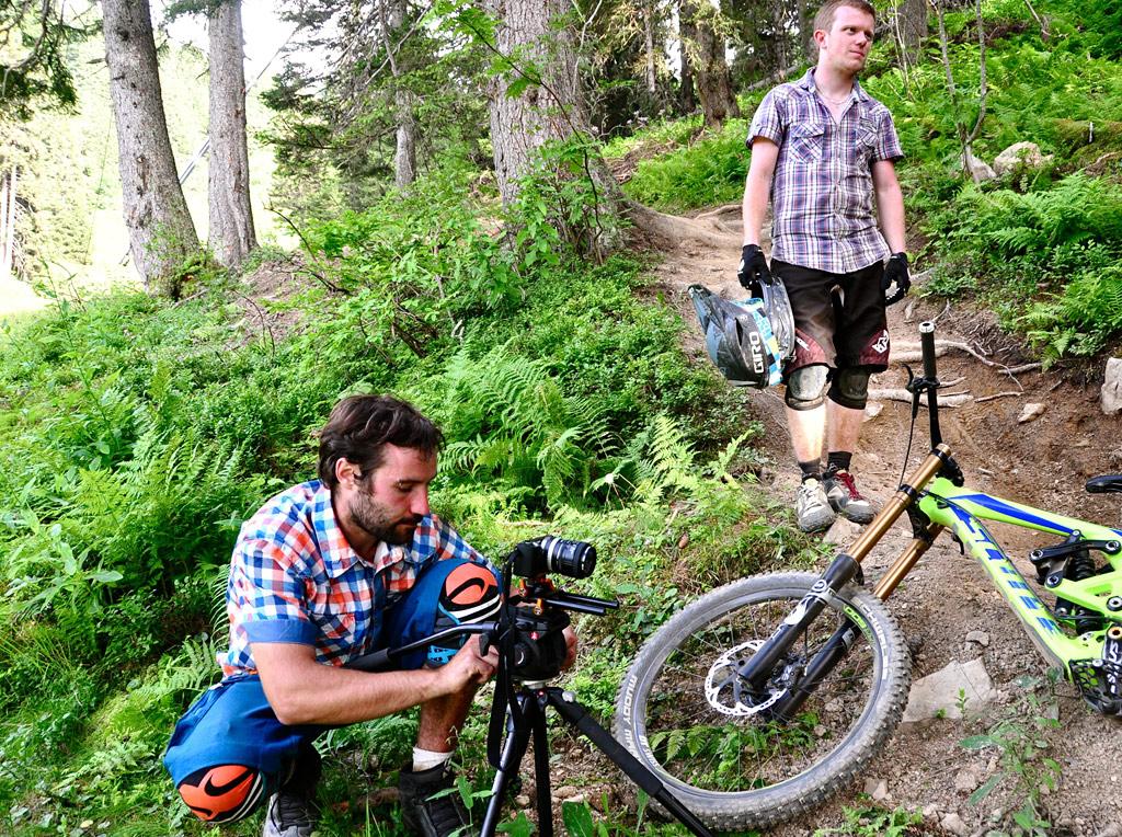 Gaëtan Rey and David Dondana having good time testing the Scott Gambler 2013 under the eye of Ludwig Rey