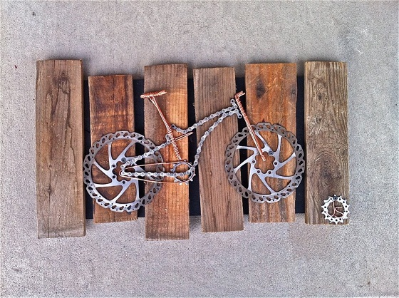 Bet you've never seen this done with a bike chain before (art)...-374890_2363879659967_1339622655_32060690_157317856_n.jpg