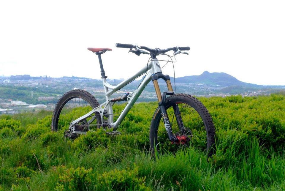 Spotted: New banshee 26″ long travel bike?-382563_10151921832025467_1003898828_n.jpg