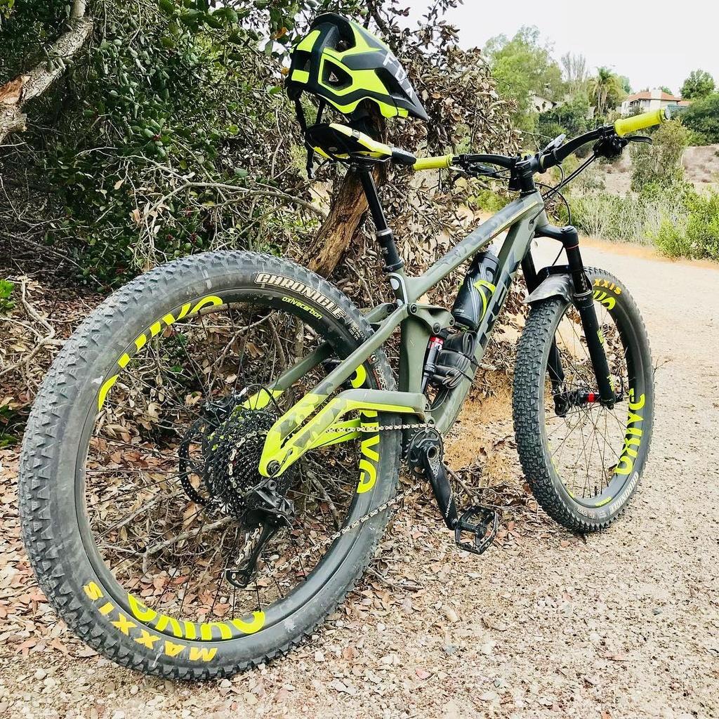 Oxive Carbon Rims and Wheels-41980968_248535542510944_2754240829026467840_n.jpg