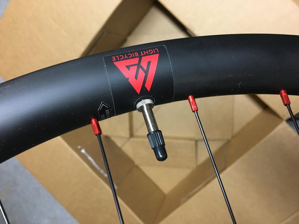 Light Bicycle Carbon Rims-425c80eb-3e00-46bc-985a-3329d8ba09a5.jpg