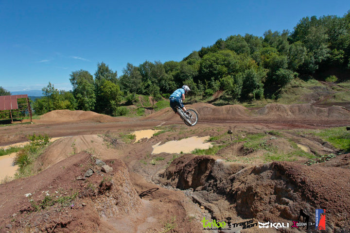 Transition Bikes in midair!-46311_1547512817604_1528582375_1383297_1625843_n.jpg