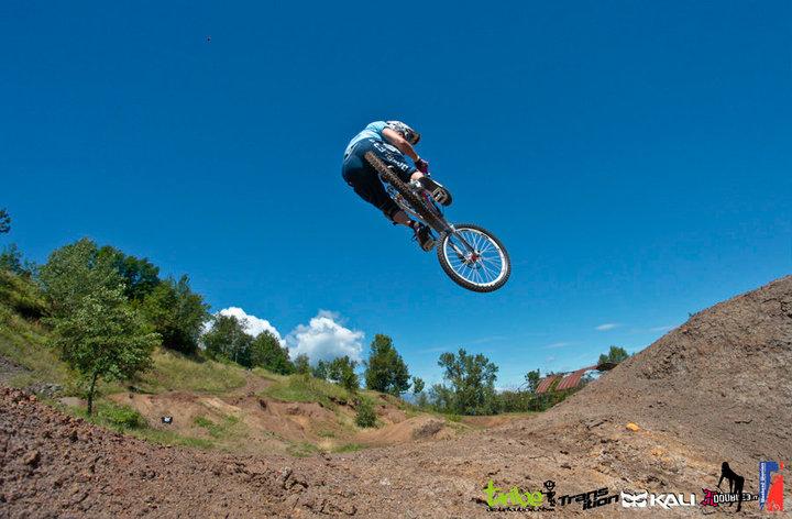 Transition Bikes in midair!-47929_1547510297541_1528582375_1383268_98976_n.jpg