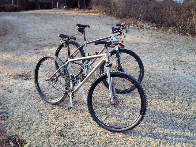 How wide bars are you riding/racing? Grips?-5310224871_1c5cf807bf_z.jpg