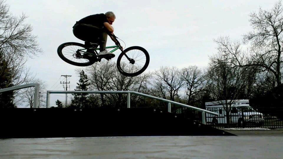 Show off Your Urban/Park/Dj Bike!-564706_10151607560082053_655155621_n.jpg