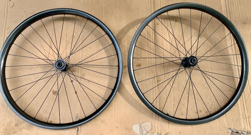 Reynolds Carbon wheelset TR309S & XG1295-5c108ebd-608b-45de-856a-f10656fcae62.jpg