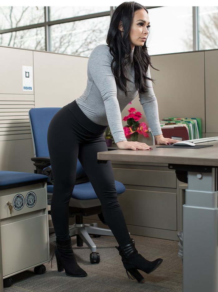 Strength Training-6-stretches-you-can-do-your-desk-3-700xh.jpg