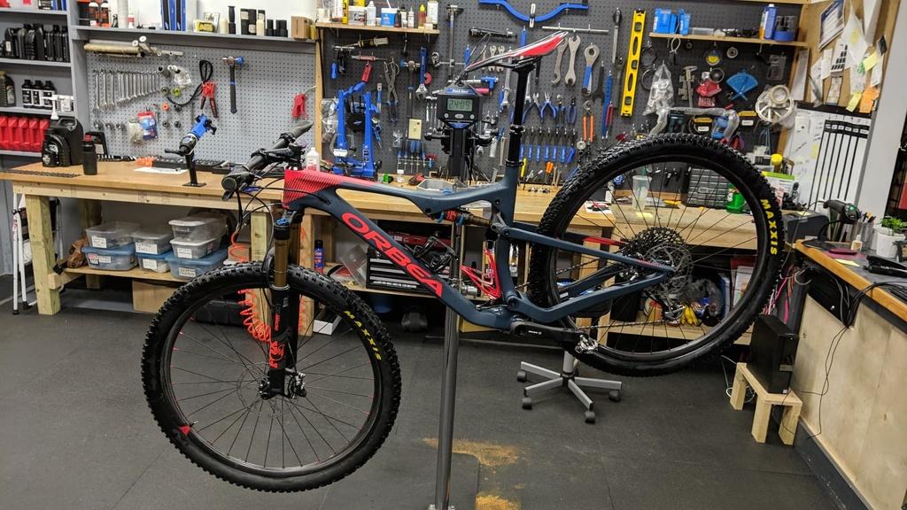 Light Bicycle Carbon Rims-60300991_444870439621431_6893848287367921664_n.jpg