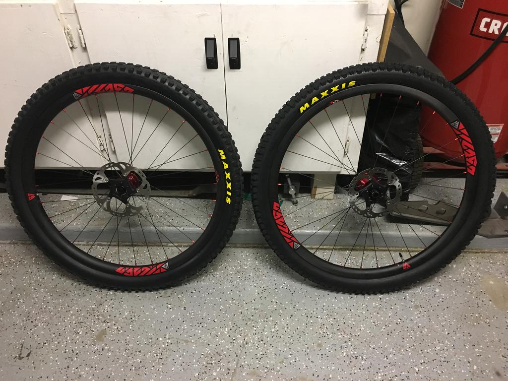 Light Bicycle Carbon Rims-6298316f-e8e9-476b-8043-d78441750ee9.jpg