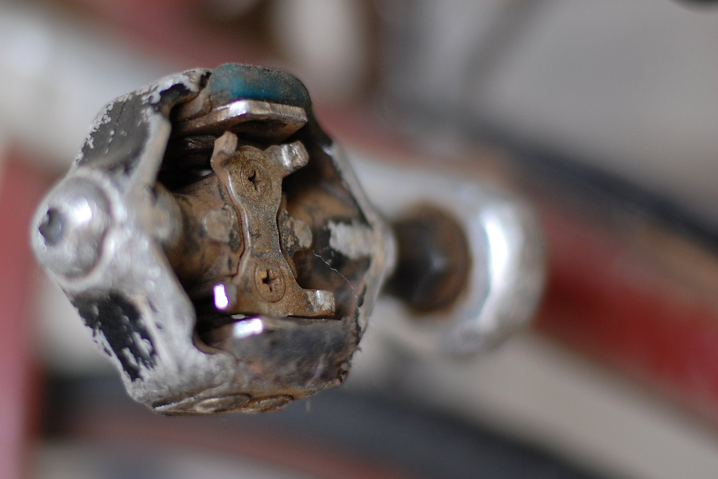 a few pretty pictures of beat-down old pedals-6335664322_1e1f49b272_b.jpg