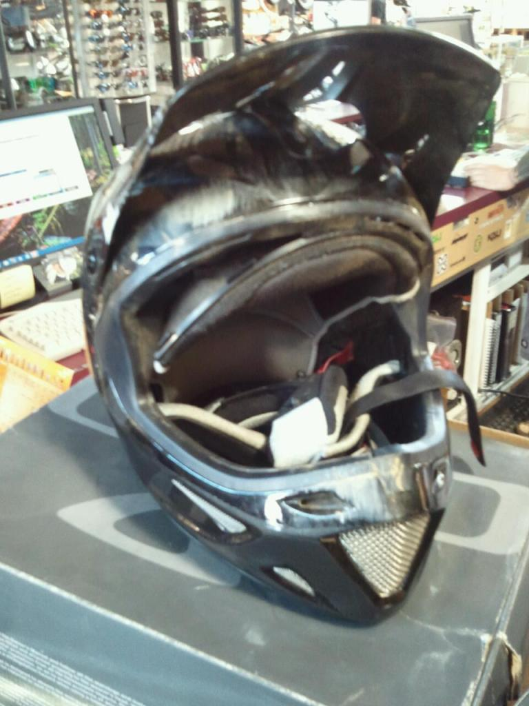 Helmet with chin or without?-706014_10100781038679025_1088034005_o.jpg
