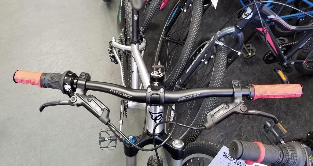 Nice Bike_Early Rider Hellion/T24-7b206725-3363-4170-a131-57314d3d28d2.jpg