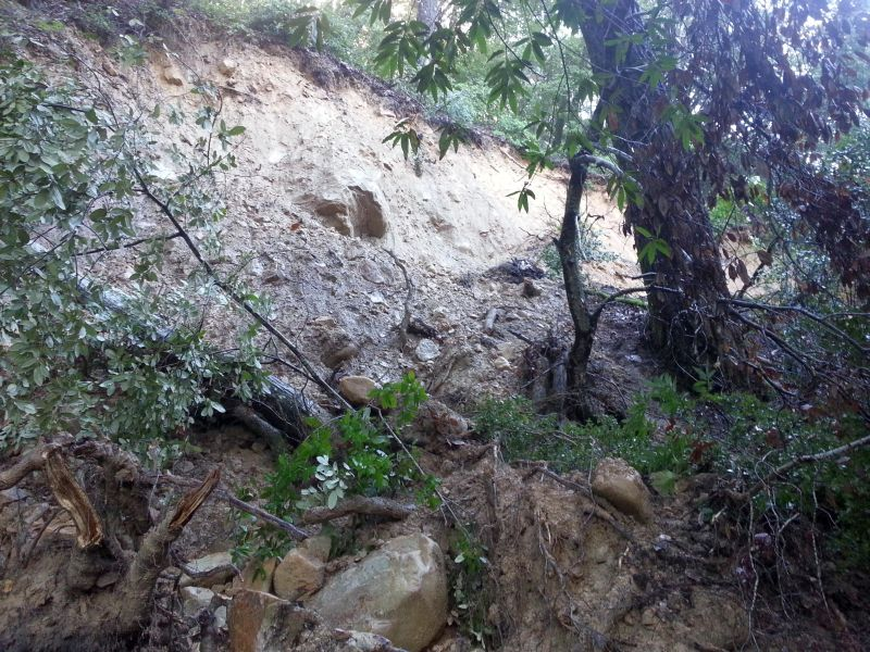 Landslide completely closes Los Gatos Lake Ranch Trail Sanborn Park 8am 1/12/2017-7ndbrr.jpg