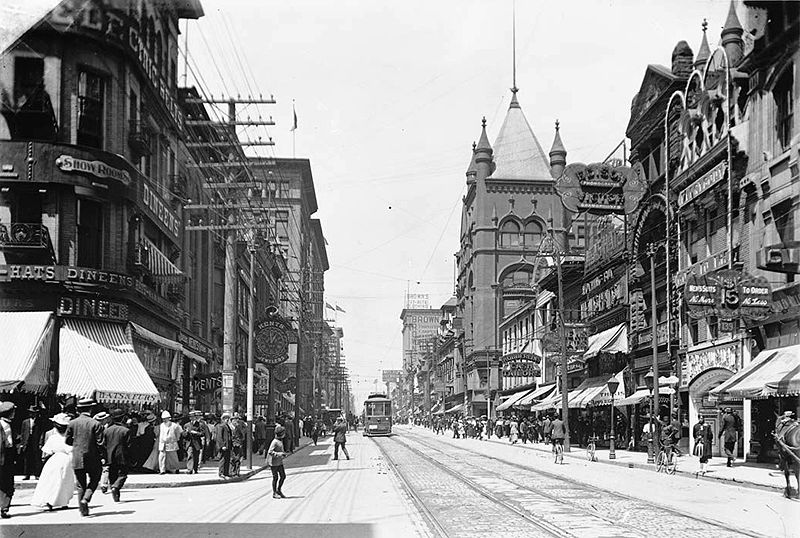 E.C. Throwback Thursday-800px-yonge_street_looking_north_from_temperance.jpg