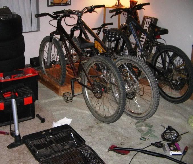 Lining bikes up in garage-891949d1399611666-indoor-bike-stand-dh-bikemessy-1.jpg