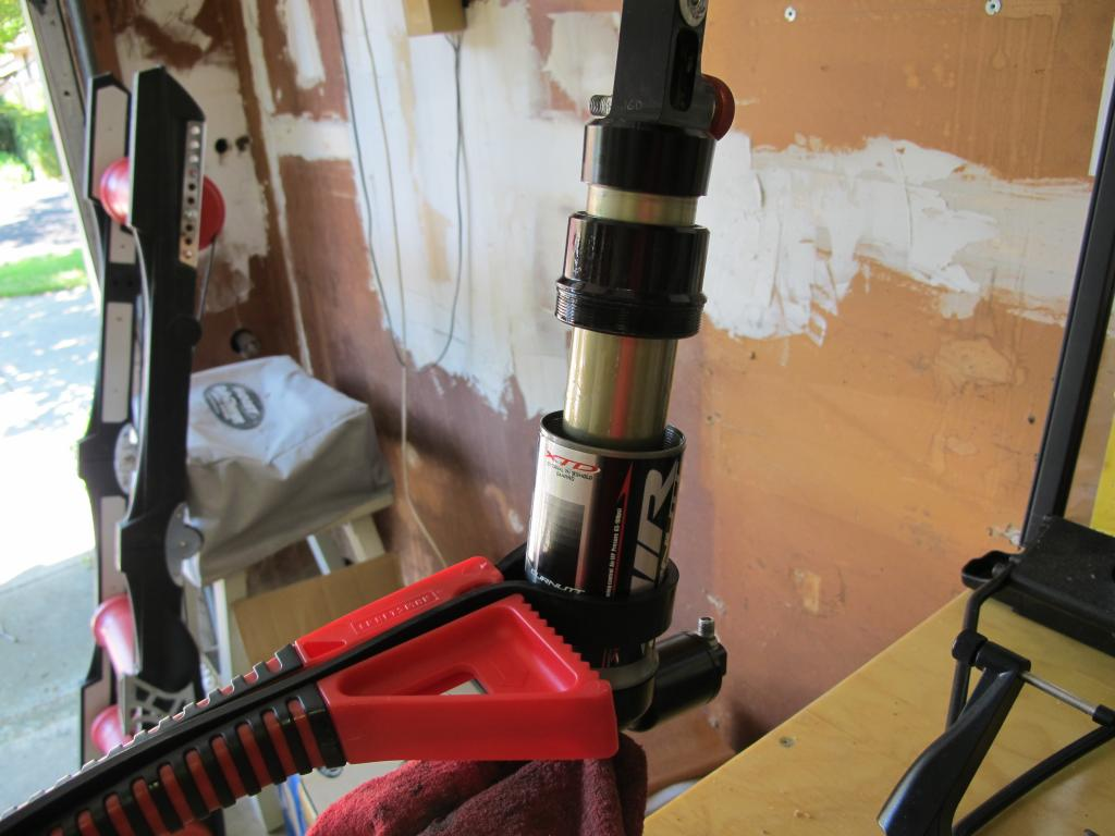 Rebuilding A Curnutt Air Shock-air-chamber-eposed.jpg