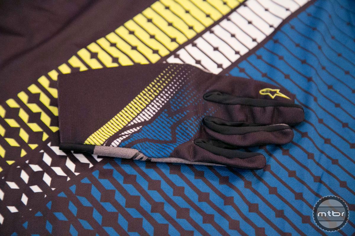 Alpinetars Glove and Jersey