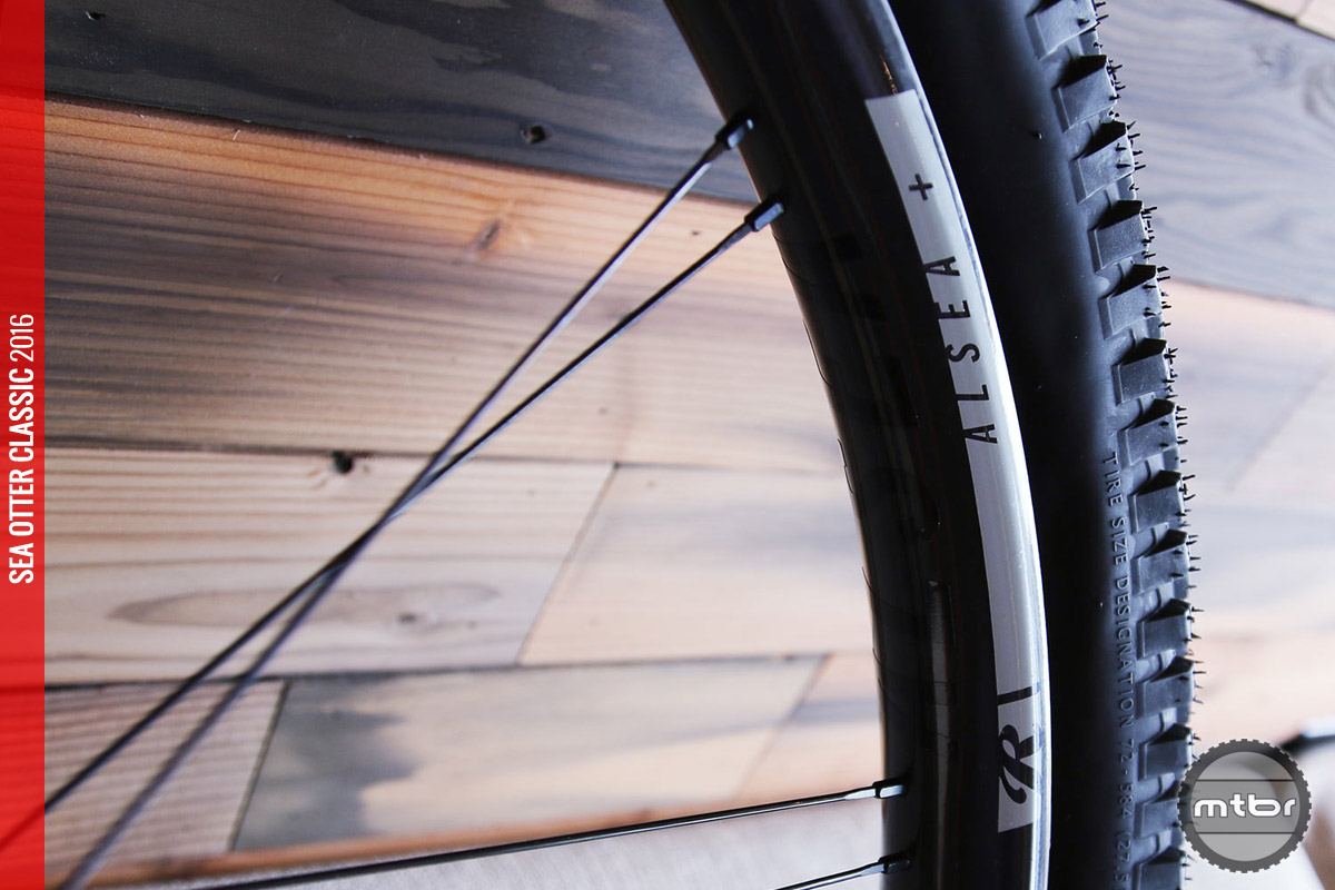 The 40mm internal width tubeless ready, carbon wheel features a lightweight paired spoke design.