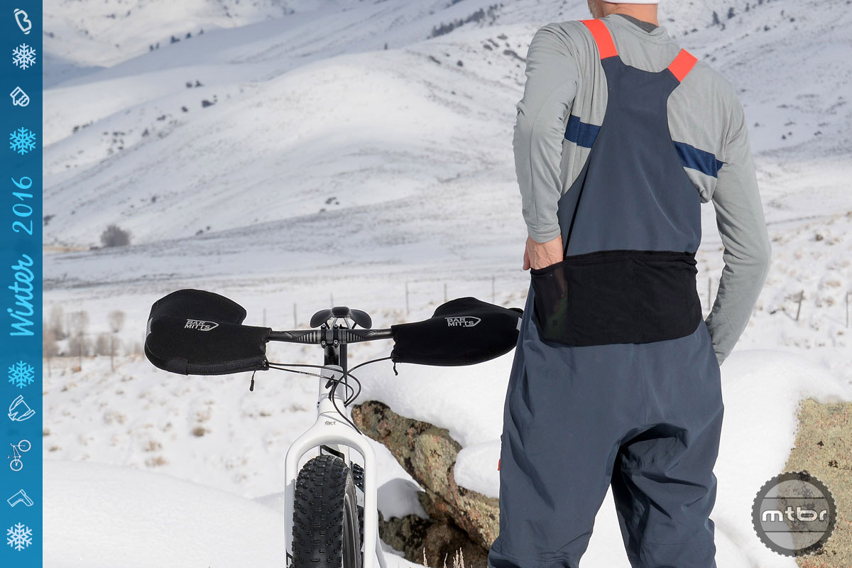 In collaboration with snowsports apparel maker 686, Specialized this year released a small line of high end fat bike kit, including these bibs complete with SWAT pockets in the rear.