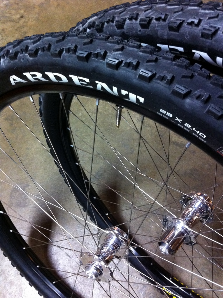 Ardent 2.4 Front, 2.25 Rear set-up tubeless.