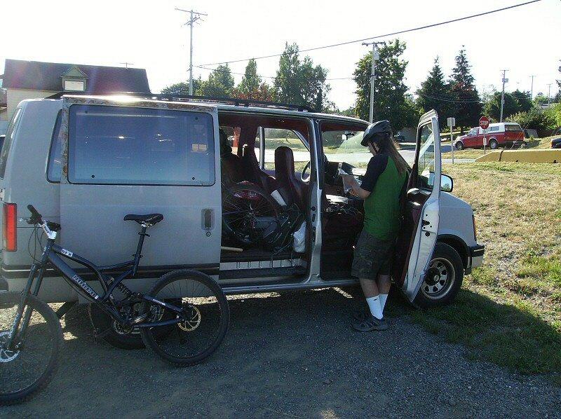 Post up your vans/mini-vans that haul your rigs-astro.jpg
