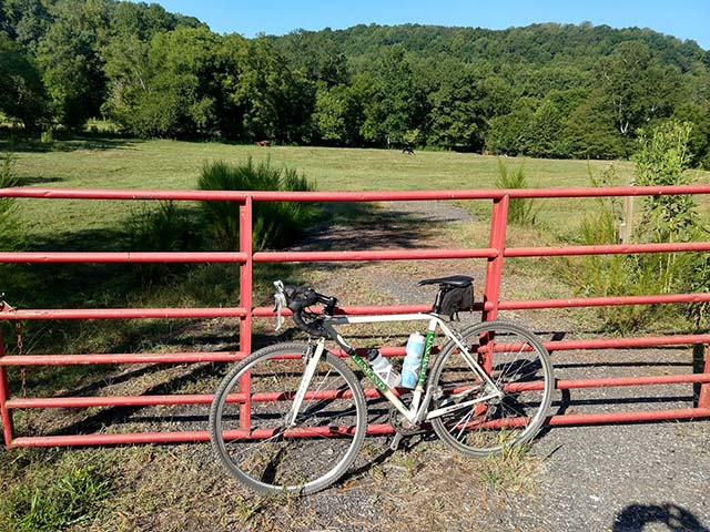 Post Your Gravel Bike Pictures-at_gate.jpg