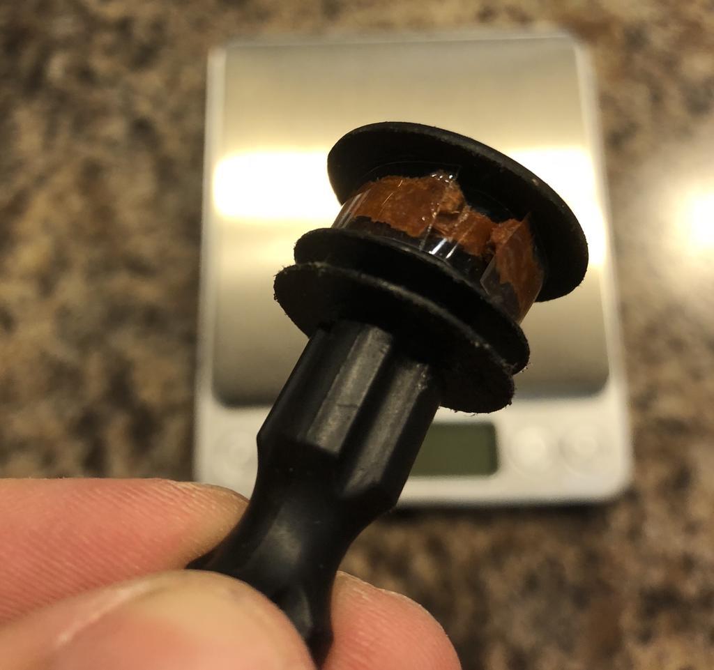 Cheap, super leightweight integrated tubeless repair kit.-b2a3351e-9602-414e-88c1-1264987d3357.jpg