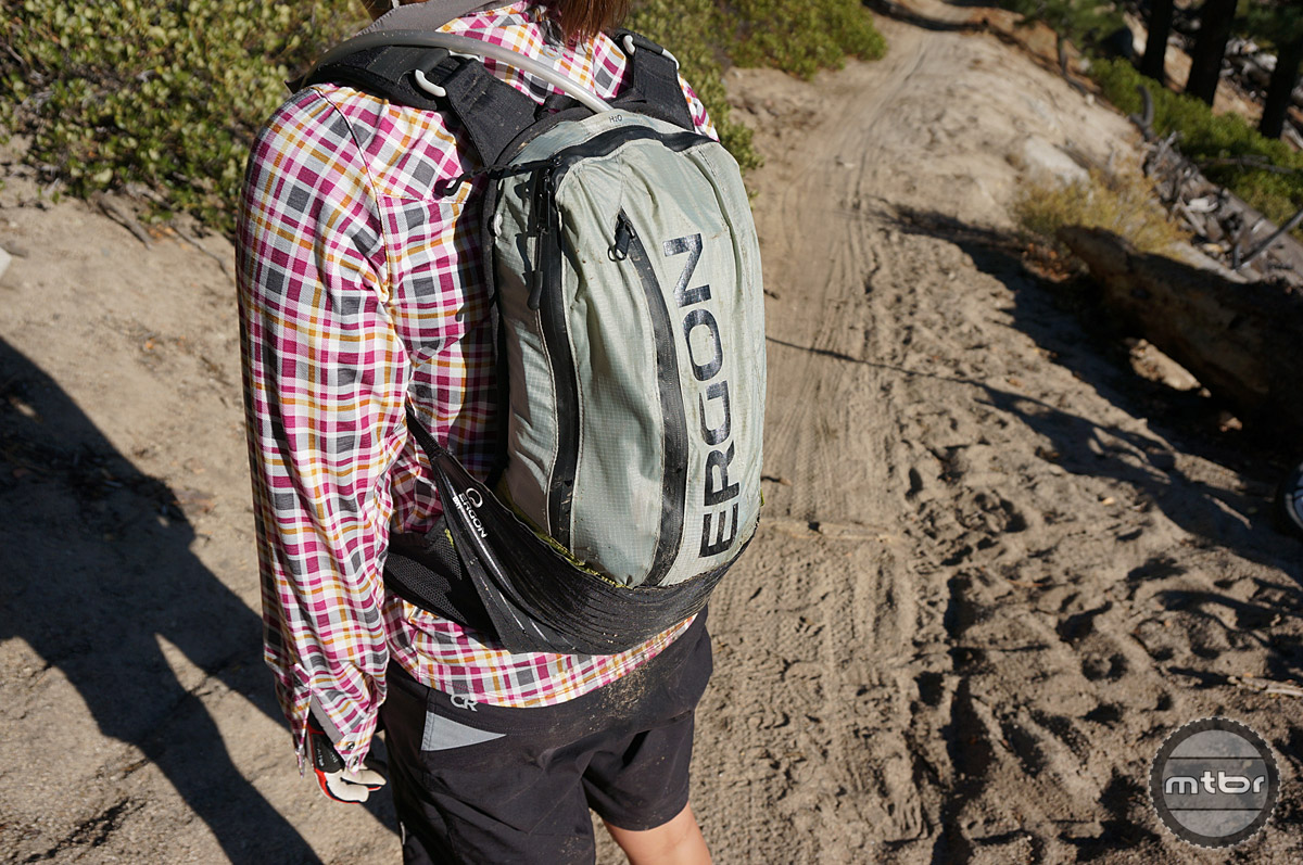 Ergon's BX1 pack offers a simple, efficient means to carry your daily ride essentials and hydration. Utilizing Ergon's Adaptive Carry system, the BX1 features a sleek, low profile stature while offering 7-liters of carrying capacity.