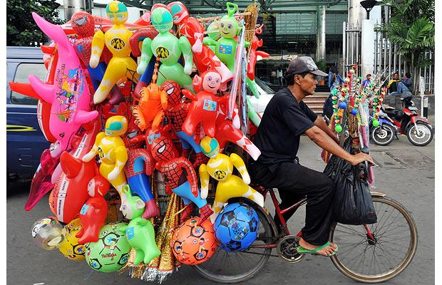 Carry a Bike While Riding (Everyone Should Read This!)-balloons-bike_1365644i.jpg