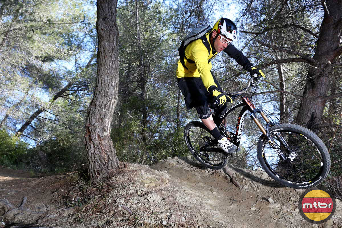 The great Fabien Barel can ride clips or flats expertly but he races with clips.