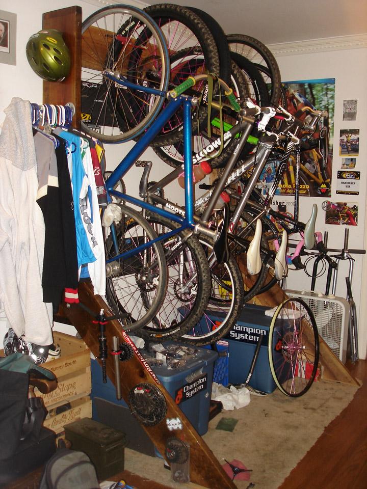 Multiple bike rack inside the house-bedrack.jpg