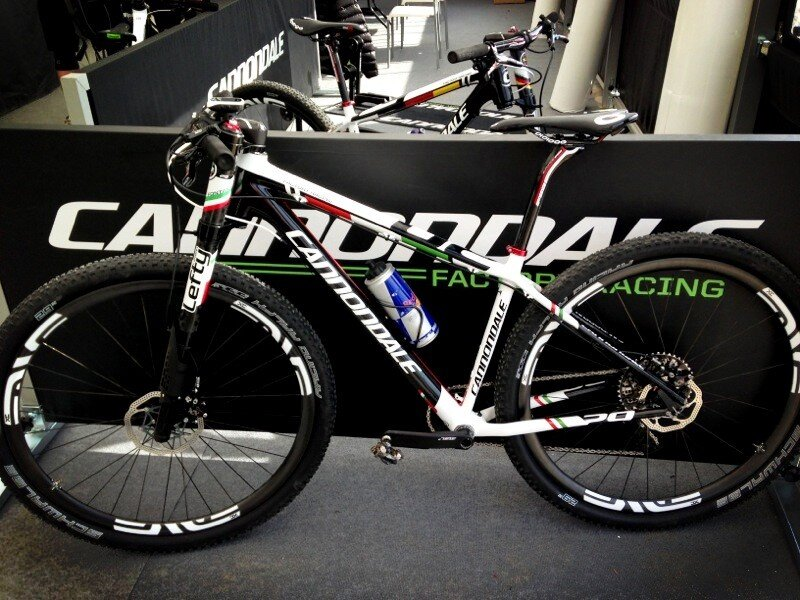 Cannondale team factory colors+ new 29er frame-beh2di7caaavjnj.jpg-large.jpeg