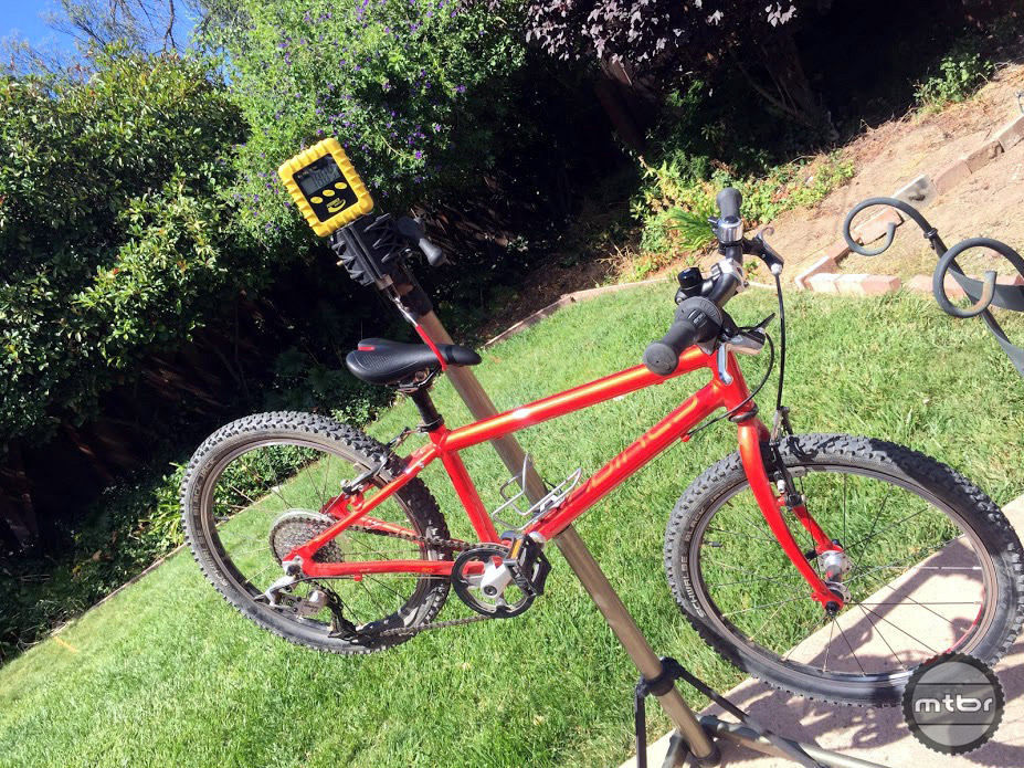 The Beinn 20 L on scale shows a real world weight of 18.09 lbs. including pedals and a bottle cage.