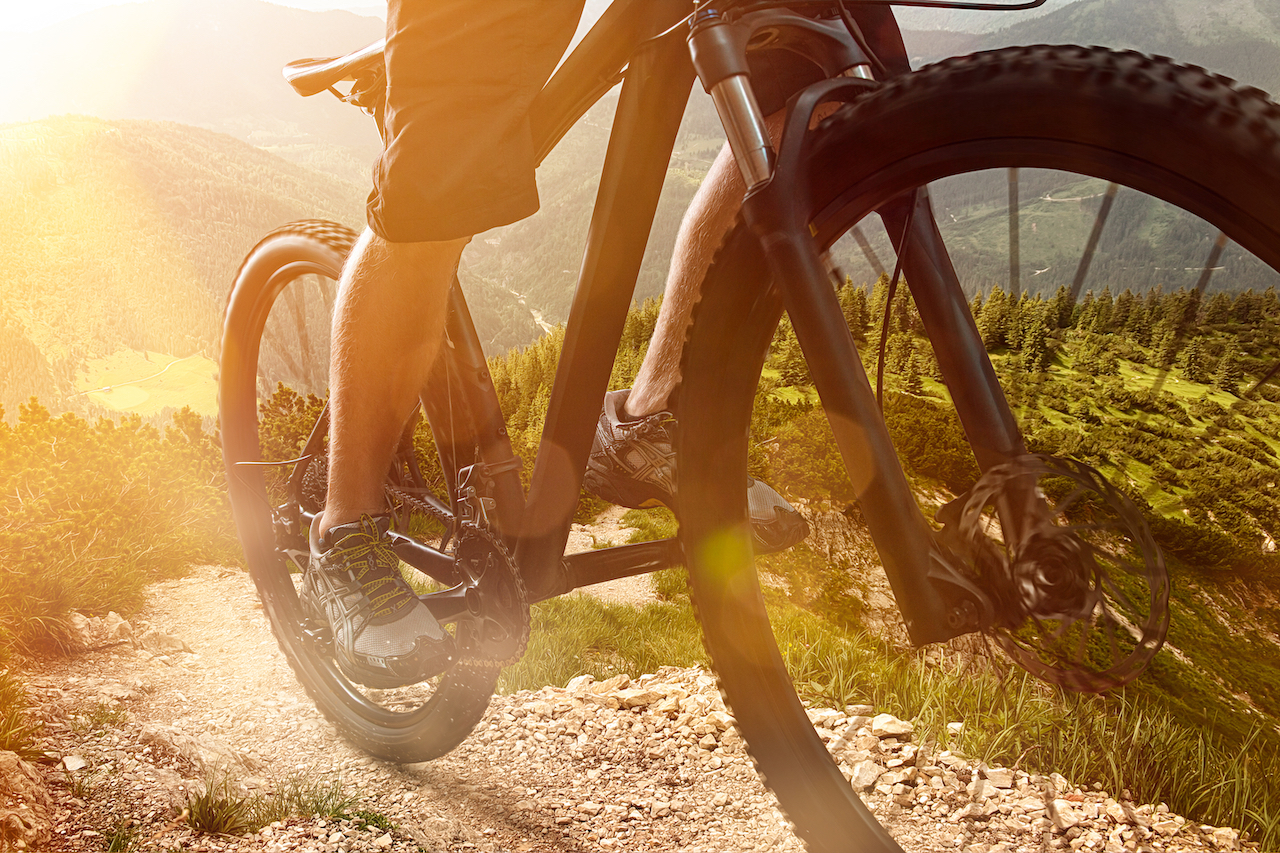 Here are the best mountain bikes under 1000 dollars.