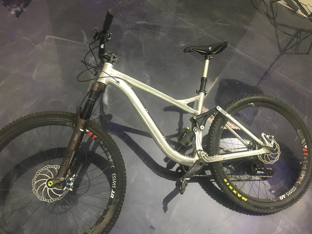 New innovative suspension from Tantrum Cycles. Any thoughts...-bike-floor.jpg