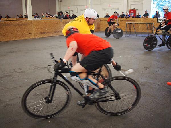 Bike polo action