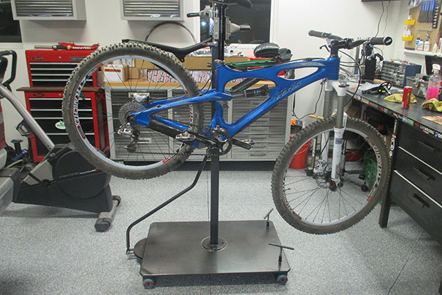 "The ""What's your shop look like?"" thread-bike-stand_1.jpg"
