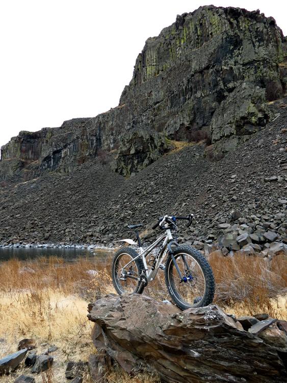 shiggy on the rocks!-bikepose1.jpg