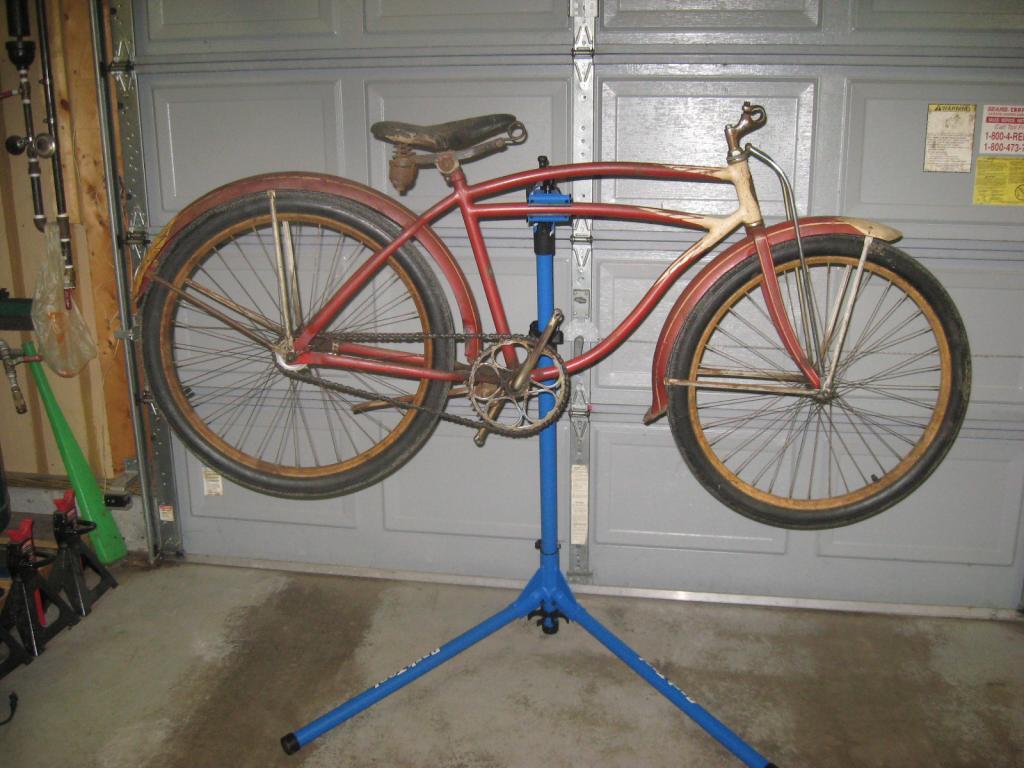 Pre-war Excelsior vs. 1950s Scwhinn?-bikes-004.jpg