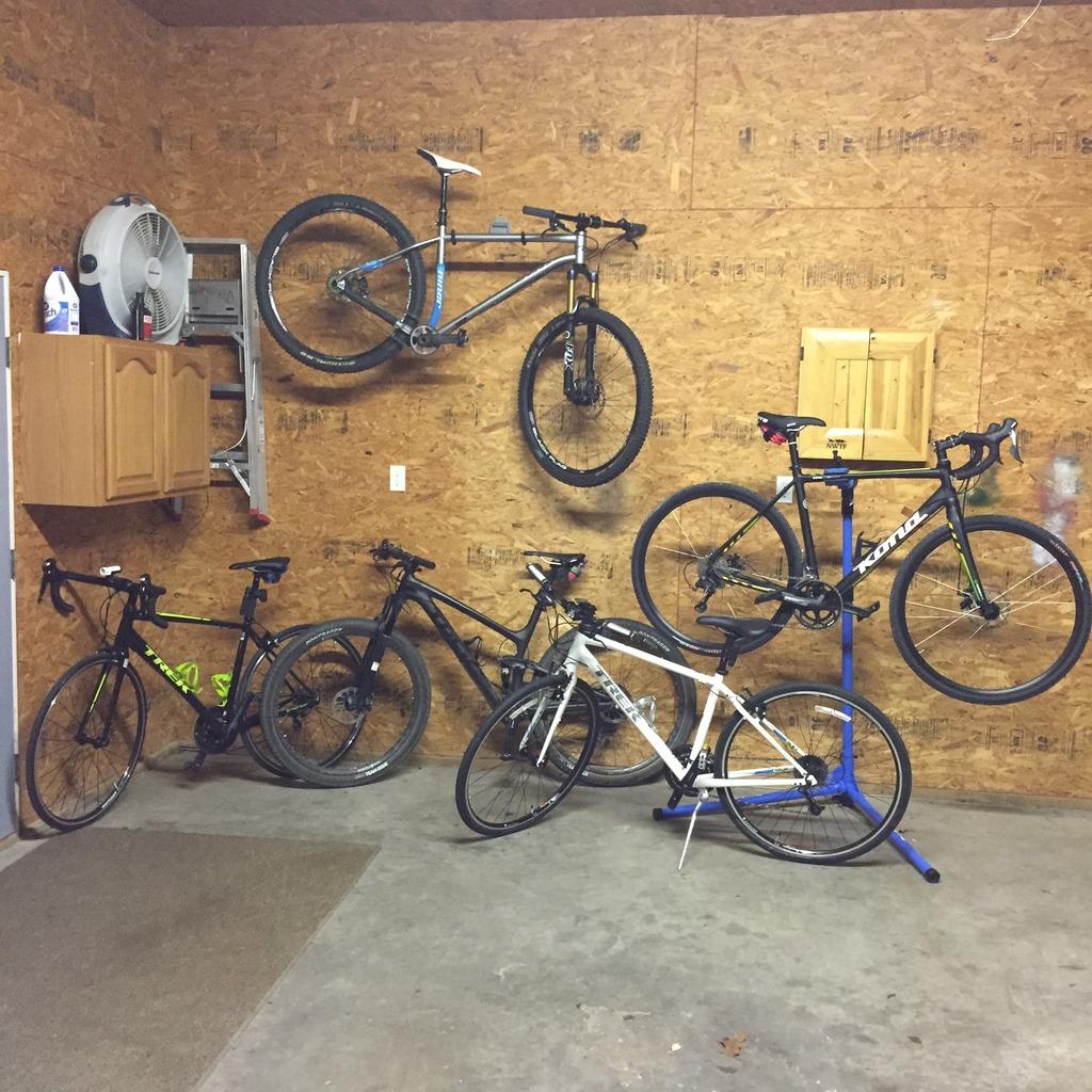 Let's see your garage!-bikesgarage.jpg