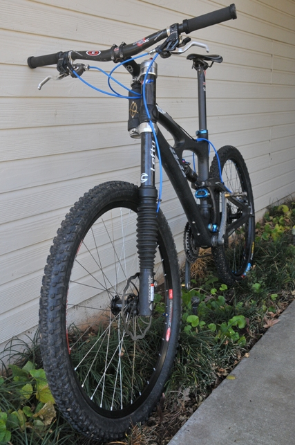 2010 Carbon Lefty 140mm pbr on Mojo SL-blk-blue.jpg