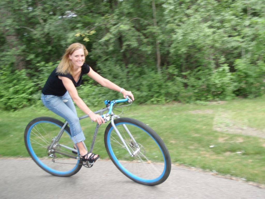 Upside-down riserhandlebars. Short persons on 36ers, 29ers and 32ers-blonde-action3.jpg
