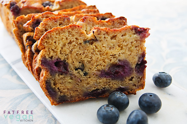 Vegetarian / Vegan / Raw recipes & chat-blueberry-banana-bread-600.jpg