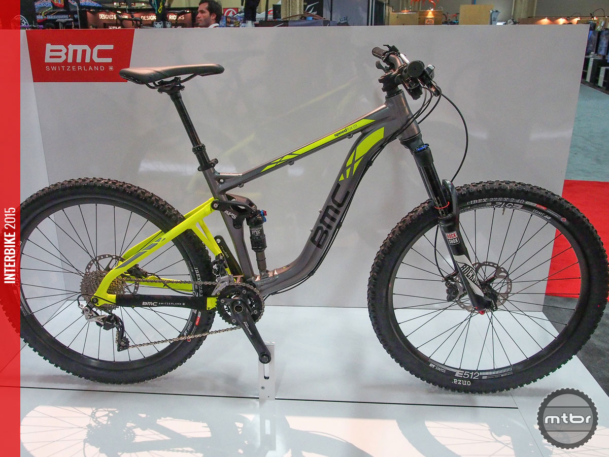 Don't look now, but BMC has finally painting outside the lines with its frame color choices. This is 2016 BMC speedfox trailcrew 03.