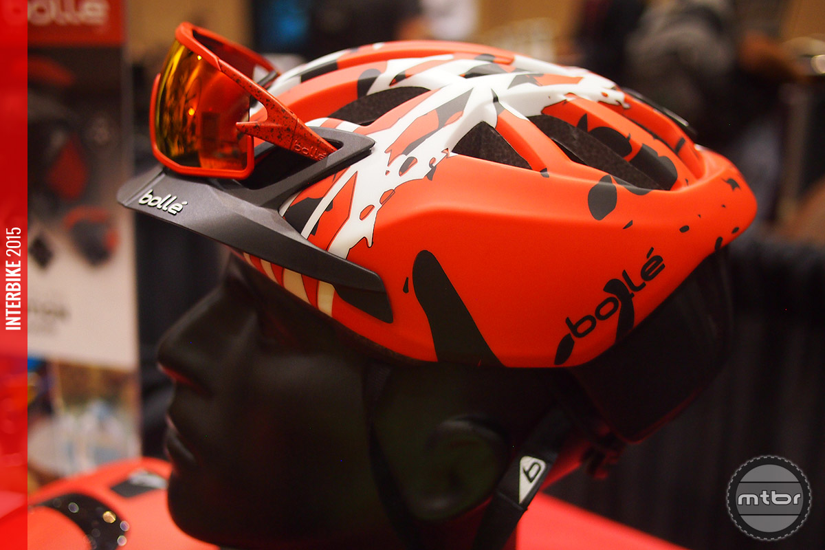 The MTB oriented Black & Red Camo color scheme with MTB visor installed.