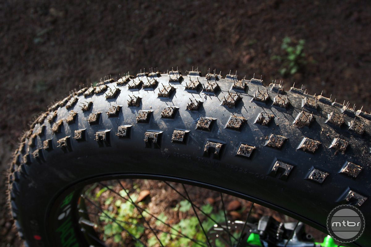 The tread pattern of the Hodag is open with a tighter center channel. Profile is rounded for consistent cornering and side knobs are well supported.